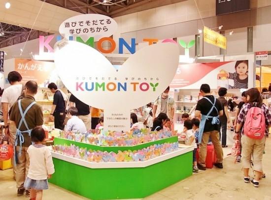 """東京おもちゃショー2012 くもん出版ブース """"学びの芽""""モニュメント"""