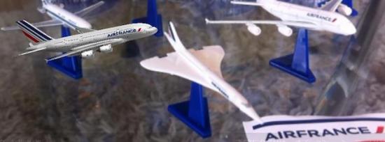 フランス生まれのオレンジ系炭酸飲料「オランジーナ」と60周年を迎えたフランスの航空会社「エールフランス」のコラボレーション企画でのデジタルフィギュア