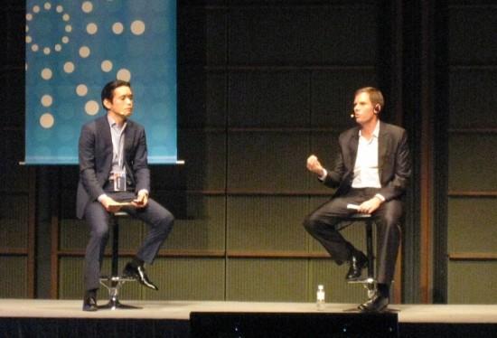 Facebook Japan 岩下氏(左) 米Facebook社 ブラッド・スモールウッド氏(右)