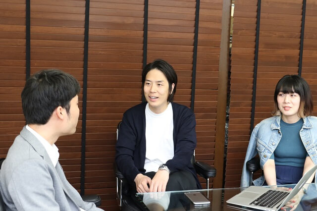株式会社ナノ・ユニバースの経営企画部WEB戦略部・越智 将平部長と、WEBグループ・田口 紘子氏